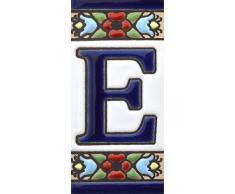 """Letreros con numeros y letras en azulejo de ceramica policromada, pintados a mano en técnica cuerda seca para placas con nombres, direcciones y señaléctica. Texto personalizable. Diseño FLORES MINI 7,3 cm x 3,5 cm. (LETRA """"E"""")"""
