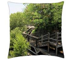 Camino del tablón de madera junto al río - Funda de cojín (18